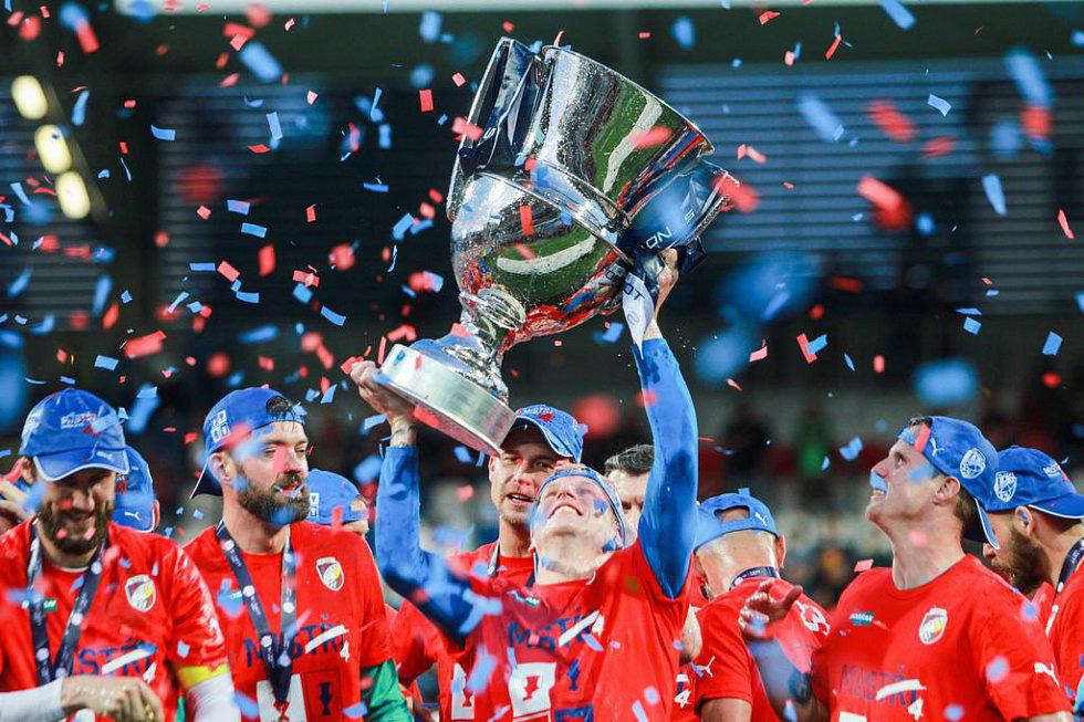 Trofej pro nejvyšší fotbalovou soutěž